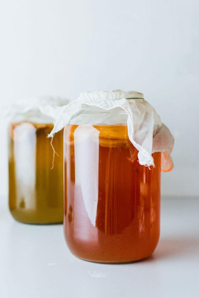 tendances-alimentaires-fermentation-kombucha-miso-kimchi-bio-terre